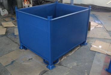 Container pentru transportul si depozitarea acumulatorilor auto