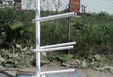 Suport metalic fix pentru depozitarea a 4 bidoane de apa de 19 L